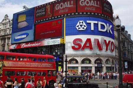 Intenso primer dia en @Londres visitando @Piccadilly Circus Piccadilly Circus, @Trafalgar Square, British Museum, Covent Garden y Harrods