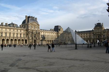 Segundo día: @Arco de Triunfo de París, @Campos Elíseos, @Ópera Garnier, @Las Tullerías, @Museo del Louvre,@La Sainte Chapelle, @Panteón de París, @Torre Eiffel