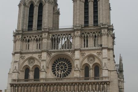 Primer dia:@La Conciergerie, @Nuestra Señora de París, @Centro Georges Pompidou,@Sacré-Cœur de Montmartre,Café de Los Dos Molinos y por útlimo @Moulin Rouge