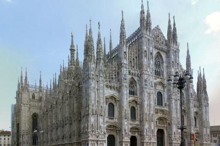 Primer día del itinerario visitando la@Catedral de Milán, la@Viktor-Emanuel-Galerie, elTeatro alla Scala, el @Castillo Sforzescoy la Plaza Mercanti por último