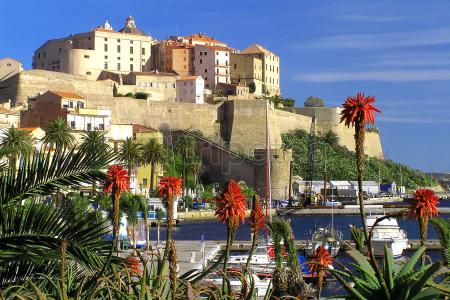 @Saint-Florent por la mañana y@Calvipor la tarde